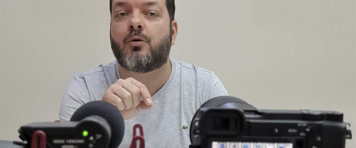 imagem que represente Anderson Hernandes gravando vídeo para Youtube